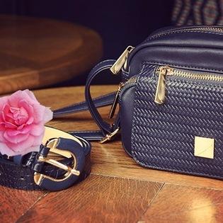 Misez sur les accessoires pour compléter vos tenues!! 💗💙 #unjourailleurs #accessories #chic #belt #leather #cuir #belt